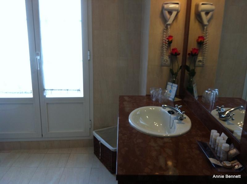 Bathroom, room 309, Hotel Adriano, Seville