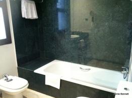 Room Mate Lola Suite 101 bathroom