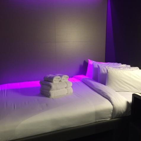 Bloc Gatwick bed