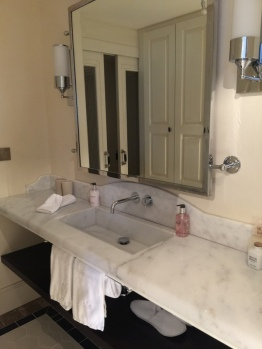 Bathroom Island suite Hotel Cort